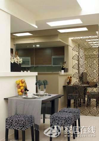 浅色地砖打造明亮客厅 小户型的低调奢华