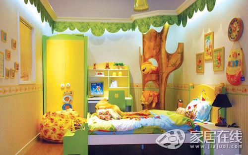 天花板的设计很别致,黄色显得很活泼,适合年纪小的孩子.