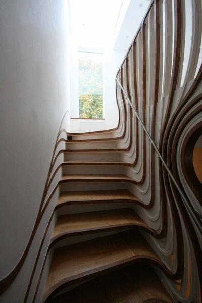 非比寻常弧形镂空楼梯 线条动感十足(图)