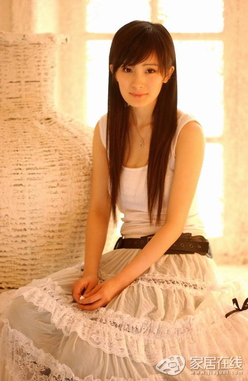 一起来看看杨幂清新可爱的家居照,生活中的她依然甜美可爱.