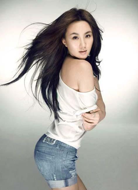 """美臀/被誉为""""晶女郎""""的孟瑶,自从今年3月宣传完王晶电影《未来警察..."""