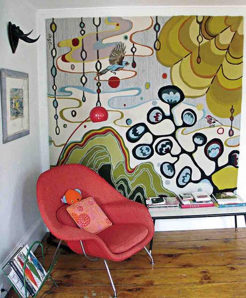 彩色壁纸 对比色沙发