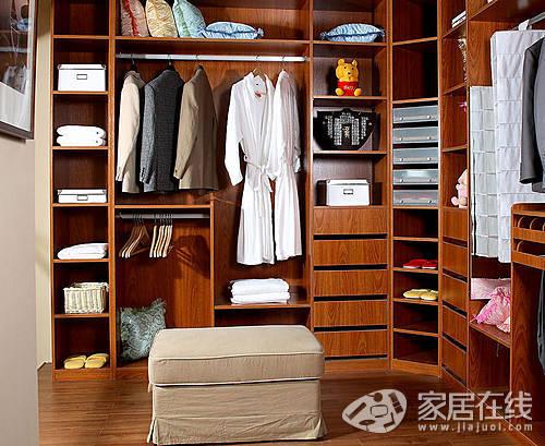 衣柜,是家庭里必不可少的储物空间,能收纳各种杂物入内.